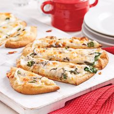 Pizza aux épinards et ricotta - 5 ingredients 15 minutes Pizza Recipes, Vegetarian Recipes, Cooking Recipes, Pizza Buns, Pizza Appetizers, Tips & Tricks, Clean Eating Snacks, I Love Food, Street Food