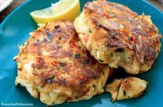 THE BEST - SW Melt-in-your-mouth crab cakes are easier to make than you think! With this simple recipe, you'll never long for a trip to the local seafood joint again. Crab Cake Recipes, Fish Recipes, Seafood Recipes, Dinner Recipes, Cooking Recipes, Cooking 101, Recipies, Lump Crab Meat Recipes, Snacks