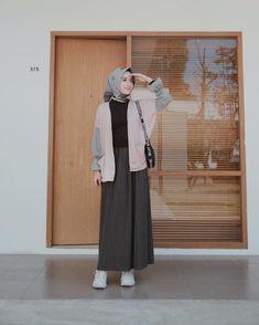 by for Hijab Modern Hijab Fashion, Street Hijab Fashion, Hijab Fashion Inspiration, Muslim Fashion, Modest Fashion, Korean Fashion, Fashion Outfits, Hijab Casual, Hijab Chic