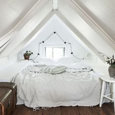 Cute light attic bedroom by @kvarteretmakleri
