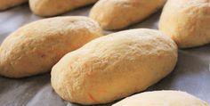 Makuja visioista: Pehmeät perunaporkkanasämpylät Hamburger, Food And Drink, Cooking Recipes, Bread, Koti, Education, Hamburgers, Teaching