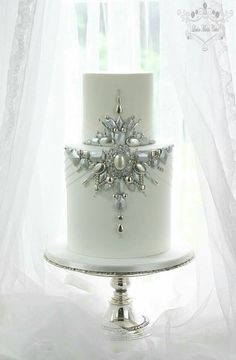 By Leslea  Mastis  Cakes  with edible jewels