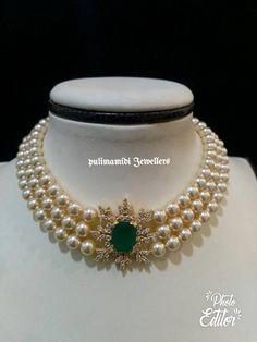 Stunning choker with triple layered pearls. Choker studded with uncut diamonds and emeralds. Gold Jewellery Design, Bead Jewellery, Pearl Jewelry, Wedding Jewelry, Beaded Jewelry, Fine Jewelry, Jewelry Necklaces, Gold Jewelry, Jewelry Model