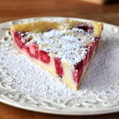 Impossible Raspberry Custard Pie Recipe: Made this with blueberries and it's incredible! Traditional blueberry pie is one of my absolute favorites but this is a refreshing change and SO EASY! Will make frequently! Raspberry Custard Pie Recipe, Raspberry Recipes, Raspberry Cheesecake, Bisquick Recipes, Pie Recipes, Sweet Recipes, Family Recipes, Custard Pies, Sweets