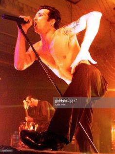 Scott Weiland of Stone Temple Pilots (STP) during Stone Temple Pilots performs at Trump Marina in Atlantic City, NJ, United States. Scott Weiland, Stone Temple Pilots, Velvet Revolver, My Favorite Music, Rock Bands, Rock And Roll, Beast, Concert, Grunge