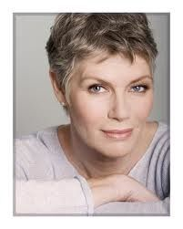 Kelly McGillis (aka hot mama in Top Gun!) I had the biggest crush on her when she played in Top Gun and the fact that she is a lesbian well that makes it even better now! Kelly Mcgillis, William Blake, Snow Queen, Short Hair Cuts, Short Hair Styles, Pixie Cuts, Grey Hair Inspiration, Ageless Beauty, Going Gray