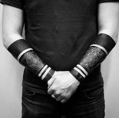 blackwork tattoo männer ideen unterarme identische tattoos
