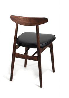 Krzesło vintage projektu Rajmunda Hałasa. Krzesło wykonane jest z bukowego drewna, wykończone w ciemnym brązie, olejowane…