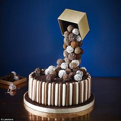 Tiers & Spheres Anti-Gravity Cake Kit is ideal for making celebration cakes. Chocolate Truffle Cake, Chocolate Truffles, Malteser Cake, Cake Frame, Gravity Defying Cake, Anti Gravity Cakes, Cake Kit, Cake Online, Cake Truffles