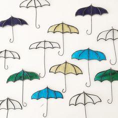 色とりどりの傘のステンドグラス。天井からぶら下げたり壁にかけたりしてお楽しみくださいね。 #minne本日のおすすめ