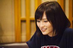 NMB48の山本彩さんが出演するJTのCM「ひといきつきながら 希望篇」のオフショットです。真摯に歌に向き合うレコーディング中の姿や撮影の合間に見せるあどけない表情など、CMでは見ることのできない貴重なシーンをお届けします。