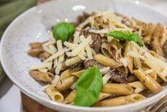 Krämig pasta med oxfilé och rödvin! A Food, Food And Drink, Calzone, Fika, Risotto, Potatoes, Beef, Ethnic Recipes, God