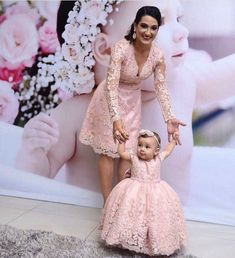 Vestidos Mommy Daughter Dresses, Mother Daughter Fashion, Mother Daughter Matching Outfits, Mom Dress, Little Girl Dresses, Baby Dress, Girls Dresses, Flower Girl Dresses, Mother Daughters