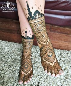 Brides prefer having intricate Indian mehndi designs for feet on their wedding day. A masterpiece By Hina. Source-Henna by Divya Henna Hand Designs, Simple Arabic Mehndi Designs, Mehndi Designs For Beginners, Beautiful Mehndi Design, Henna Tattoo Designs, Mehndi Designs For Hands, Tattoo Ideas, Henna Tattoos, Dulhan Mehndi Designs