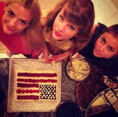 taylor swift 4th of july cake