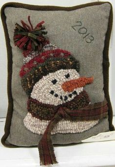 I wish I could give the designer credit, but I don't know who did this adorable Christmas pillow. Rug Hooking Designs, Rug Hooking Patterns, Penny Rugs, Punch Needle Patterns, Hand Hooked Rugs, Christmas Pillow, Christmas Ornament, Wool Applique, Needle Felting