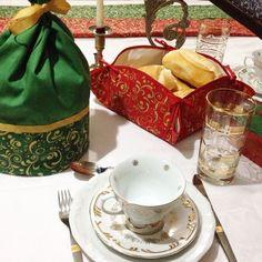 Porta-panettone e cestinho de pão. Coordenados para a mesa de Natal.