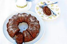 Versatile Vegetarian Kitchen: Weight Watcher's Applesauce Cocoa Cake (Egg less)