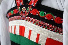 (1) FINN – Setesdalsbunad detalj rygg Folk Costume, Costumes, Norway, Fashion, Hipster Stuff, Moda, Dress Up Clothes, Fashion Styles, Fancy Dress