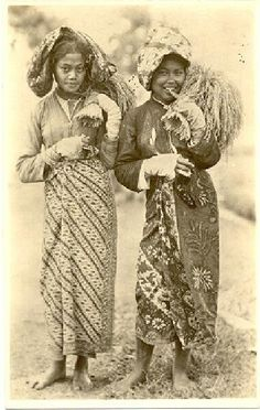 Soendaneese padisnijdsters Preanger, Bandung, Java, Indonesië (1919-1930) Old Pictures, Old Photos, Vintage Photos, Indonesian Women, Dutch East Indies, Dutch Colonial, Weird World, People Of The World, Southeast Asia