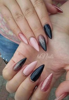 Schwarze Nägel und kleine Finger – Home interior design - - You are in the right place about fall wedding nails gray Here we offer you the most beautiful pictur Black Acrylic Nails, Black Nail Art, Almond Acrylic Nails, Matte Nails, Black Nails, Stiletto Nails, Gradient Nails, Coffin Nails, Gel Nails