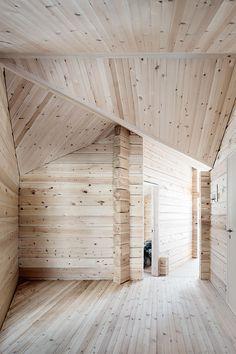 Snehobiele zábery zaujímavej drevostavby v objatí nórskych planín, ktoré vás schladia až na kosť