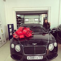 Bentley Present for bae ❤️ would you give this your lover? Tag your king/queen!  Follow @looveisadrug for more!