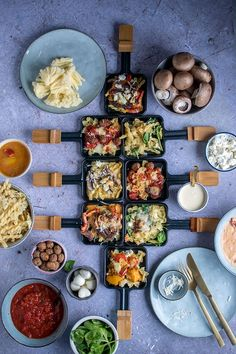Raclette Pasta Party: 4 sauces for the pasta pan ⋆ Knu .- Raclette Pasta Party: 4 sauces for the pasta pan - Fondue Raclette, Raclette Party, Raclette Ideas Dinner Parties, Easy Smoothie Recipes, Easy Healthy Recipes, Easy Meals, Sauce Recipes, Pasta Recipes, Pasta Party