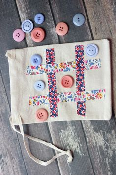 Tic-Tac-Toe Travel Game Bag final