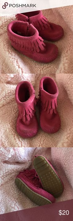 Toddler fringe Minnetonka booties Adorable pink Minnetonka fringe booties. Gum sole perfect for walkers! These are in great shape and show little signs of wear only noticeable on toes. My daughter loves these shoes but has sadly outgrown. Ready for a new home! Size 5. Minnetonka Shoes Moccasins