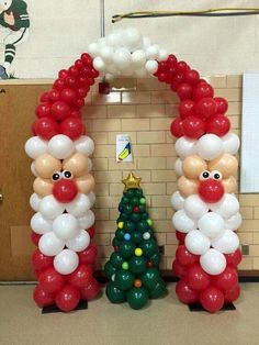 Creative ideas for Christmas Balloon Art! Fun DIY Holiday Decorations that turn your home or party into a festive winter wonderland. The post Christmas Balloon Art 2019 appeared first on Holiday ideas. Balloon Tower, Balloon Garland, Balloon Topiary, Balloon Arch Diy, Balloon Ideas, Balloon Columns, Balloon Arrangements, Balloon Centerpieces, Balloon Decorations Without Helium