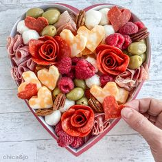 Meat Cheese Platters, Party Food Platters, Cheese Appetizers, Yummy Appetizers, Charcuterie Recipes, Charcuterie And Cheese Board, Charcuterie Display, Lithuanian Recipes, Candy Board