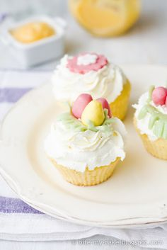 Easter Lemon Curd Cupcakes w/Fondant Tutorial.   (scroll down for English instructions)