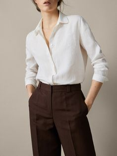 The latest blouses & shirts for women at Massimo Dutti this SS Find plain, printed or striped shirts or blouses in black, blue or white. Korean Fashion Office, Shirt Blouses, Shirts, Professional Look, Business Outfits, Work Attire, Minimalist Fashion, Shirt Style, Summer Outfits