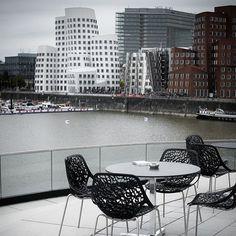 Modern design in der Neue Zollhof in Düsseldorf #düsseldorf | photolovers