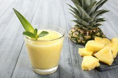Licuado tropical de piña, leche de coco, avena y miel, para el vientre plano que siempre soñaste   ¿Qué M&...