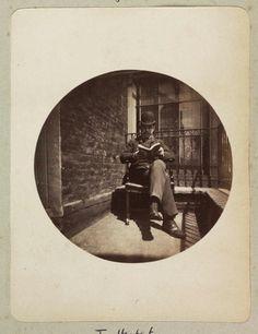 IlPost - Un uomo seduto a leggere un libro nel 1888 Collection of National Media Museum/Kodak Museum via National Media Museum - Un uomo seduto a leggere un libro nel 1888 Collection of National Media Museum/Kodak Museum via National Media Museum