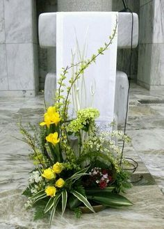 Altar Flowers, Church Flower Arrangements, Funeral Arrangements, Church Flowers, Christmas Arrangements, Beautiful Flower Arrangements, Funeral Flowers, Bulb Flowers, Beautiful Flowers