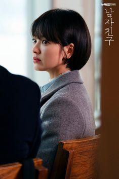 Encounter (남자친구) Korean - Drama - Picture @ HanCinema :: The Korean Movie and Drama Database Song Hye Kyo Style, Short Hair Cuts, Short Hair Styles, Korean Drama Movies, Queen Hair, Foto Pose, Korean Actresses, Korean Beauty, Her Hair