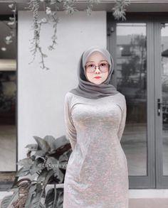 Arab Girls Hijab, Girl Hijab, Muslim Girls, Good Woman, Beautiful Muslim Women, Beautiful Hijab, Sexy Outfits, Muslim Women Fashion, Hijab Stile