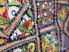 Sprei -- Aangeboden door Yooors.nl. --------------------------------------- Mooi groot formaat sprei, leuk voor over de bank of fauteuil. Fairtrade sprei in de kleurstelling zwart/geel afkomstig uit India.