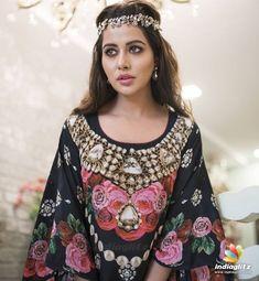 Hindi Movies, Telugu Movies, Wilson Movie, Raiza Wilson, Tamil Actress Photos, Telugu Cinema, Bollywood Actress, Kimono Top, Bell Sleeve Top