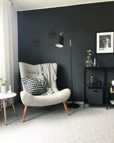 Black Wall - An interior trend for the brave! We show you how to create a highlight in your home with a black wall & which interior fits the trend wall color. Because black can develop a completely di Decor, Furniture, Interior Trend, Interior, Arm Chairs Living Room, Wallpaper Living Room, Armchair Decor, Black Walls, Trending Decor
