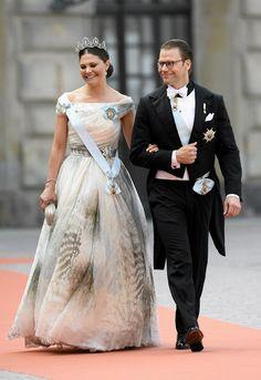 Ruotsin kruununprinsessa Victoria ja prinssi Daniel saapuivat Tukholman kuninkaanlinnan kirkkoon.