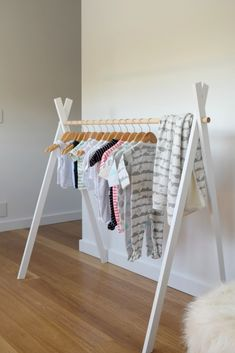 DIY Kids Teepee Clothing Rack - - See how to make this adorable kids teepee rack with step-by-step instructions and photos! Perfect for displaying your fave kids clothes… Source by Kids Clothes Storage, Diy Clothes Rack, Clothing Storage, Diy Clothes Hanging, Doll Clothes, Diy Kids Teepee, Diy Home Decor, Room Decor, Diy Bebe