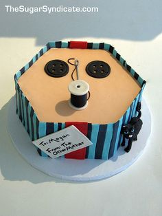 If someone REALLY loved me, they'd give me this Coraline Birthday Cake (via Flickr)