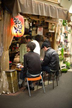 Kichijoji's Harmonica Yokocho Ne pas oublier d'y passer cet été.http://shoottokyo.com le site d'un photographe Américain.
