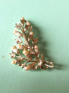 Beautiful 50s flower pearl stone brooch by yorkshiretreasure