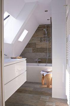 Attic Bathroom Ideas Sloped Ceiling Inspirational Working with Sloped Ceilings In the Bathroom Home & Interior Sloped Ceiling Bathroom, Small Attic Bathroom, Loft Bathroom, Upstairs Bathrooms, Bathroom Toilets, Ensuite Bathrooms, Bathroom Ceilings, Remodel Bathroom, Bathroom Green