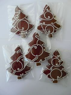 I like this design for a Christmas tree Christmas Gingerbread, Noel Christmas, Christmas Goodies, Christmas Treats, All Things Christmas, Gingerbread Cookies, Fancy Cookies, Cute Cookies, Holiday Cookies